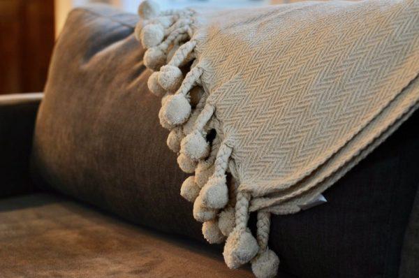 Wool blanket with tassels